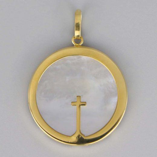 Aubry Cadoret Medaille Bapteme Or 18 Carats Jaune Nacre Croix Fine Cadeaux De Famille